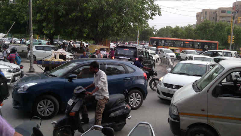 Unruly traffic on a road in New Delhi, India. Photo: Rakesh Raman / RMN News Service (Representational image)